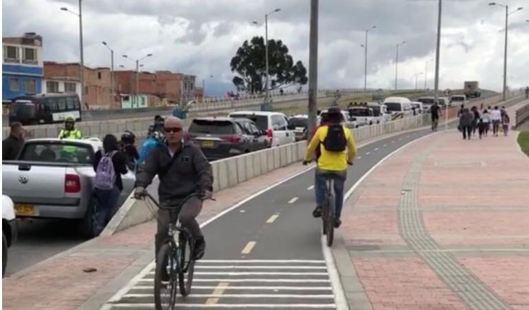 Caravana Alcalde Enrique Peñalosa: Cogen al alcalde Peñalosa mal parqueado