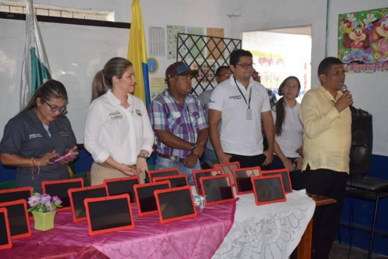 Alcaldía de Arjona entregó 371 tablets a colegios oficiales del municipio: Alcaldía de Arjona entregó 371 tablets a colegios oficiales del municipio