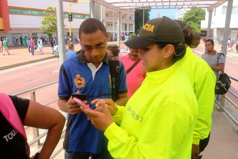 Policía verifica legalidad de celulares de usuarios de Transcaribe: Policía verifica legalidad de celulares de usuarios de Transcaribe