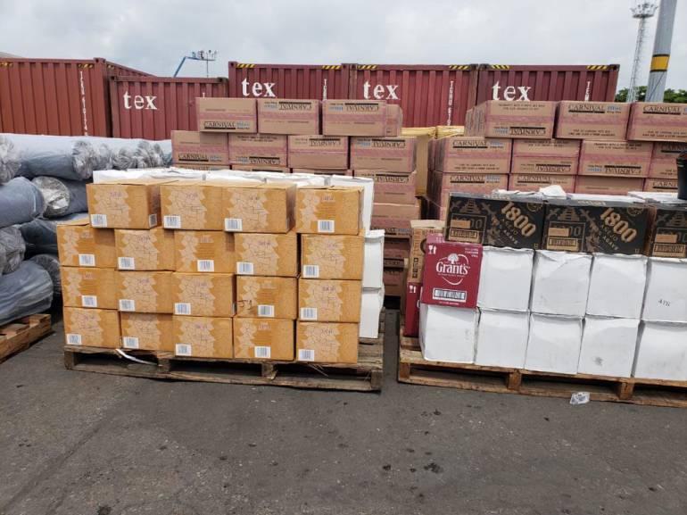 Incautan 1750 millones en licores y cigarrillos de contrabando en Cartagena: Incautan 1750 millones en licores y cigarrillos de contrabando en Cartagena