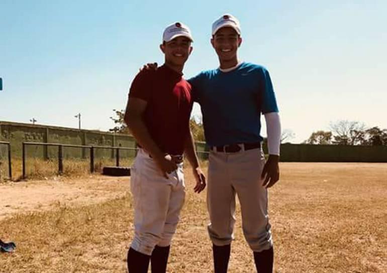 Dos prospectos del béisbol turbaquero piden ayuda para ir a EEUU: Dos prospectos del béisbol turbaquero piden ayuda para ir a EEUU