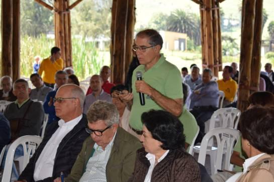Precios y venta del café, crísis cafetera: Roberto Vélez y su postura frente a la crisis económica de los cafeteros