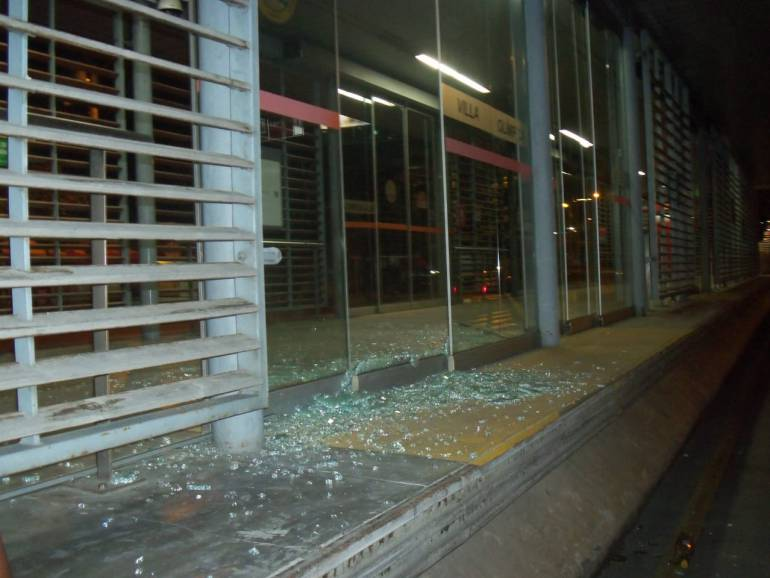 Destruyen ventanales de estación Villa Olímpica de Transcaribe: Destruyen ventanales de estación Villa Olímpica de Transcaribe