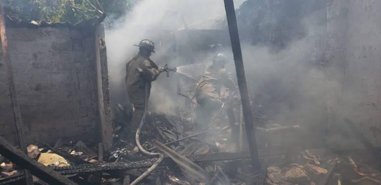 Tragedia en Cartagena: En Cartagena una mujer mató a su papá e incendió la casa