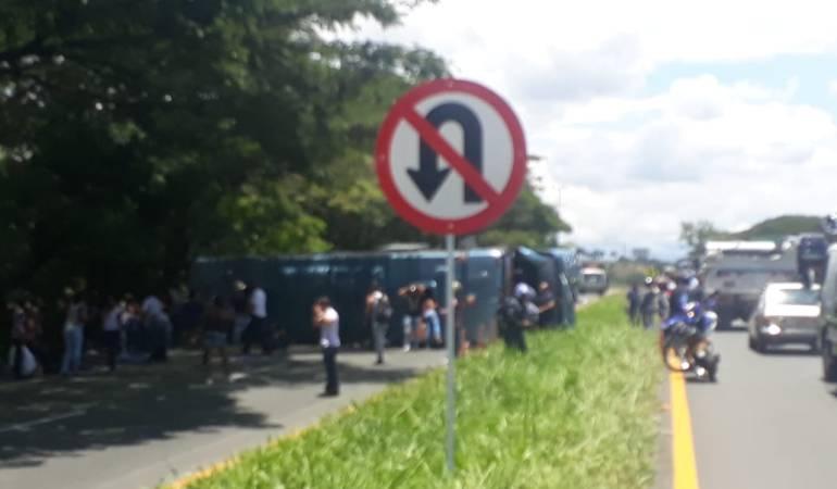 Accidente bus: 1 muerto y 26 heridos deja accidente de bus en carreteras del Valle
