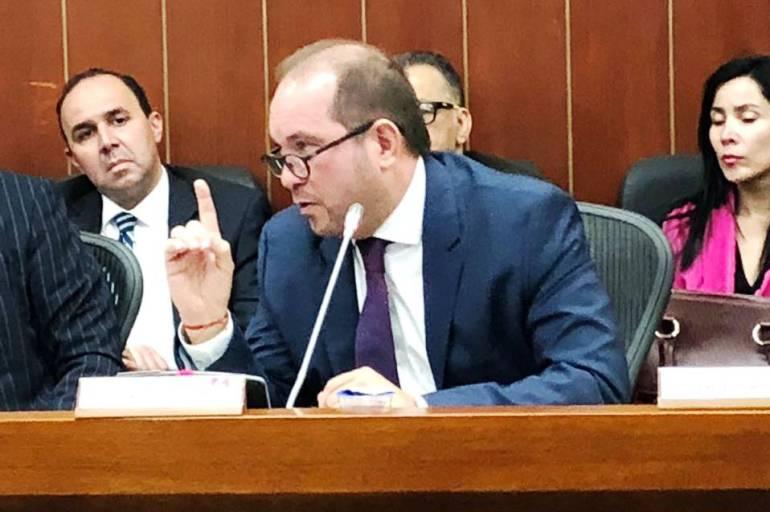 Senador Lidio García exigió garantías para la utilización del glifosato: Senador Lidio García exigió garantías para la utilización del glifosato