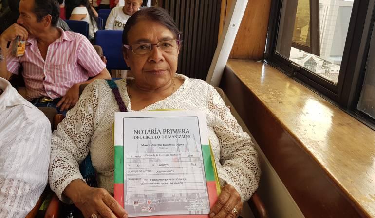 Viviendas, Entrega de escrituras, barrio la Avanzada: 16 Familias ya cuentan con su escritura de vivienda en Manizales