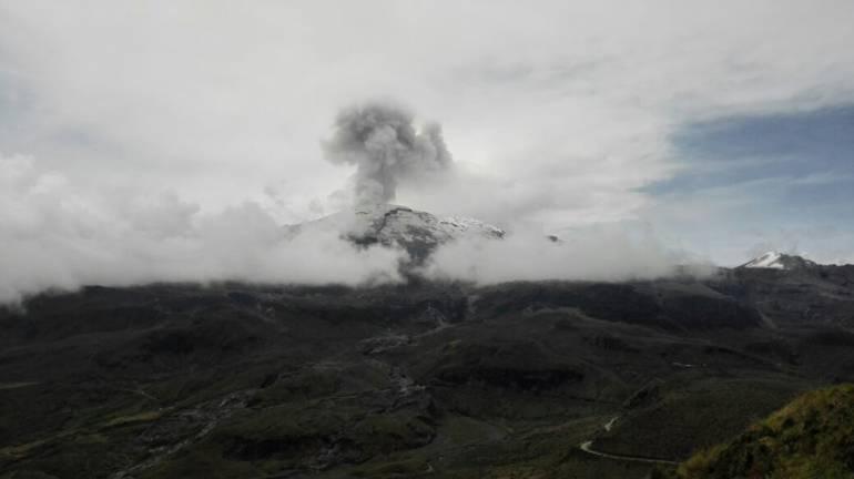 Emisión de Ceniza del Volcán Nevado del Ruiz: Analizan ceniza del Ruiz que cayó el martes en la noche en Manizales