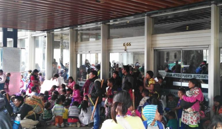 Indígenas se toman edificio de Avianca.: Indígenas de San Bernardo se tomaron el edificio de Avianca