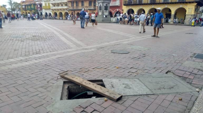Alcantarillas en el Centro Histórico se han conervtido en trampas: Alcantarillas en el Centro Histórico se han convertido en trampas