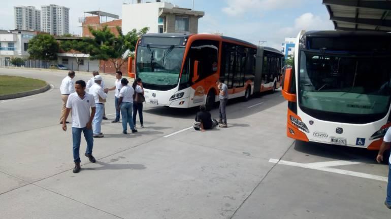 Accidentes Cartagena: Articulado de Transcaribe golpeó a peatón imprudente en el Patio Portal