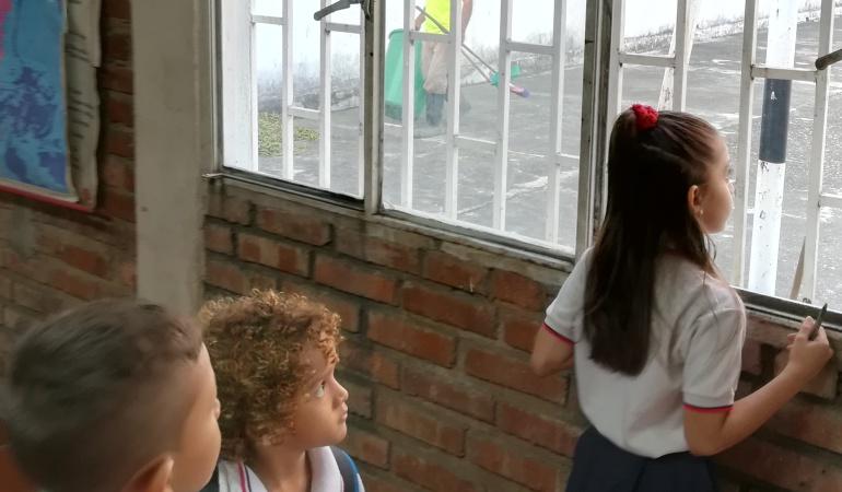 Madres comunitarias del ICBF contemplan paro de actividades