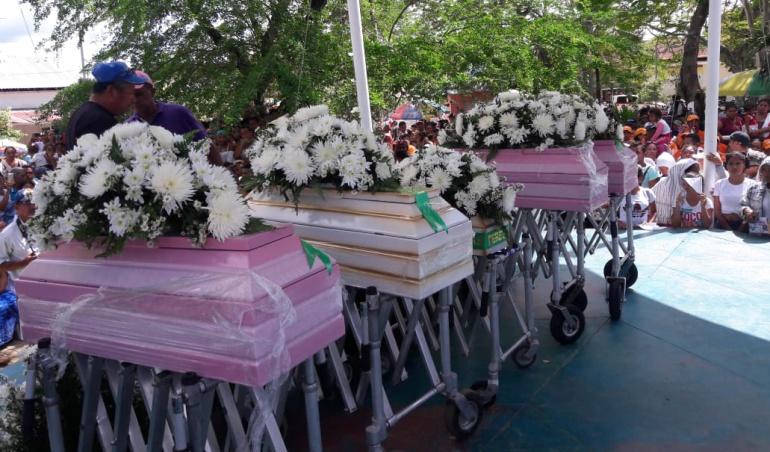 Mueren niños incinerados: 15 días después se da sepelio de 5 niños incinerados en Córdoba