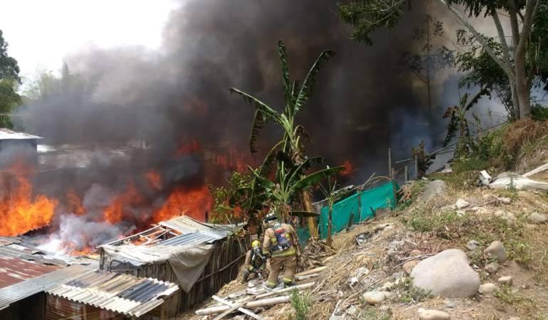 Incendio forestal Popayán.: Incendio forestal en Popayán destruye 12 casas