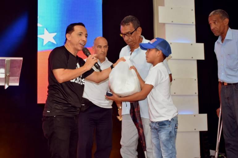 La Iglesia la Unción de Cartagena entregó ayudas a familias venezolanos: La Iglesia la Unción de Cartagena entregó ayudas a familias venezolanos