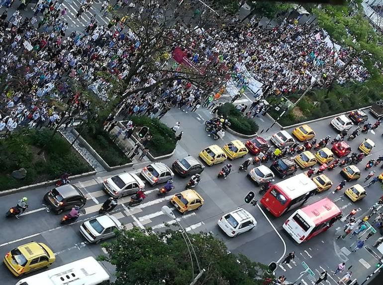 Marcha, protesta, medellin, profesores, educación, pública, estudiantes: Miles de universitarios reclamaron presupuesto para la educación pública