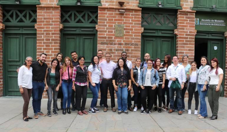 16 maestros oficiales de Medellín viajan a Canadá a inmersión bilingüe