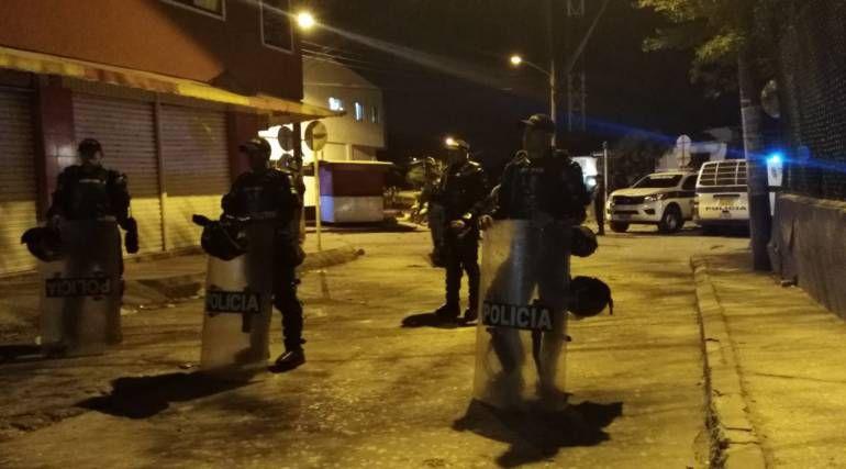 Dos presuntos delincuentes heridos en asalto a un bus urbano: Dos presuntos delincuentes heridos en asalto a un bus urbano