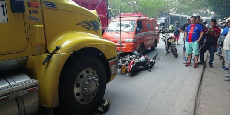 ACCIDENTE, MUERTE, MOTOCICLISTA: Muere motociclista al ser arrollado por una tractomula