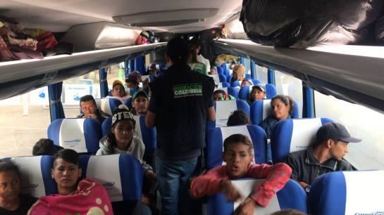 VENEZOLANOS RETORNO BUCARAMANGA CONSULADO: Video: Desalojan el parque del Agua, el refugio de venezolanos