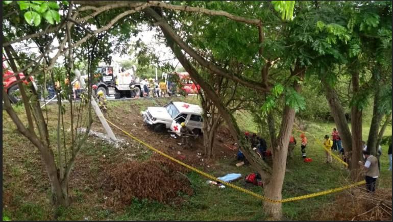 Accidente Cruz Roja: Un muerto y cinco heridos deja accidente de vehículo de Cruz Roja Cali