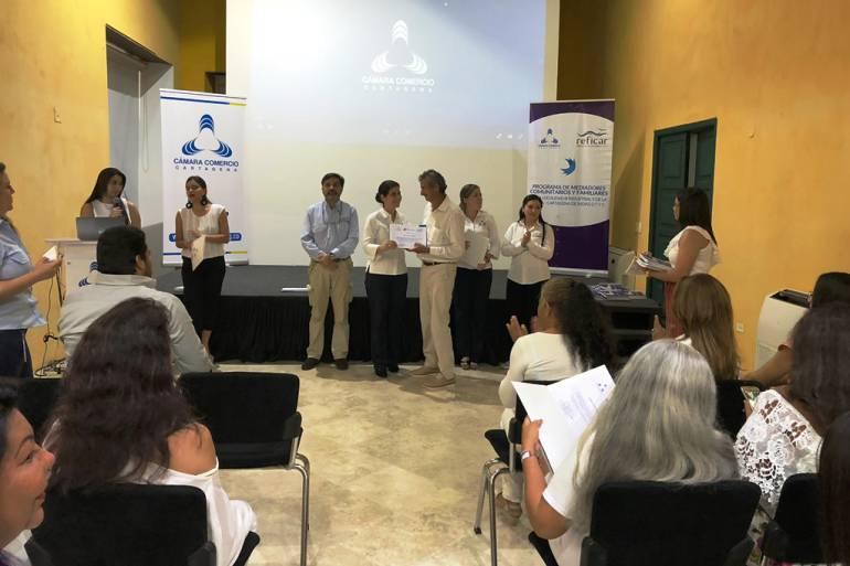 Refinería de Cartagena y Cámara de Comercio certifican 45 nuevos mediadores: Refinería de Cartagena y Cámara de Comercio certifican 45 nuevos mediadores