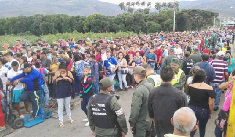 Venezolanos cruzando la Frontera.