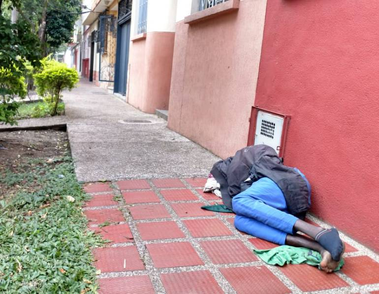 Indigentes, denuncias, habitantes: Indigentes tienen sitiado el barrio Sevilla de Medellín