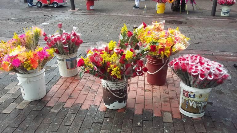 Venta de flores en las calles de Manizales por Amor y Amistad