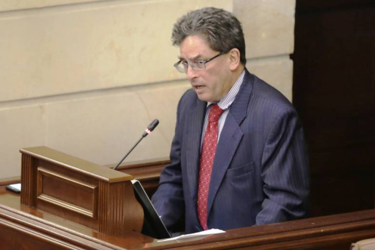 Corrupción ministro de Hacienda: Gobierno considera como aclarada polémica por 'bonos de Carrasquilla'