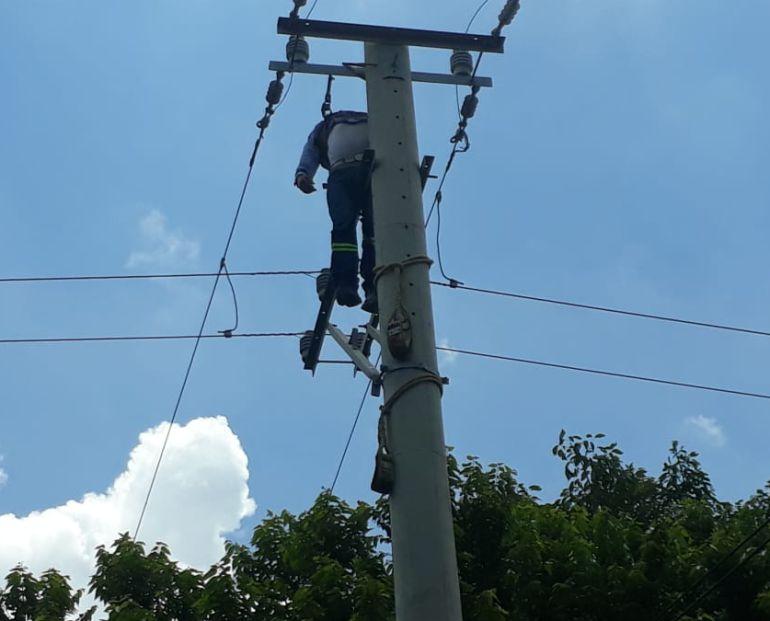 Electrocutado: Hombre manipulaba redes y muere por descarga eléctrica