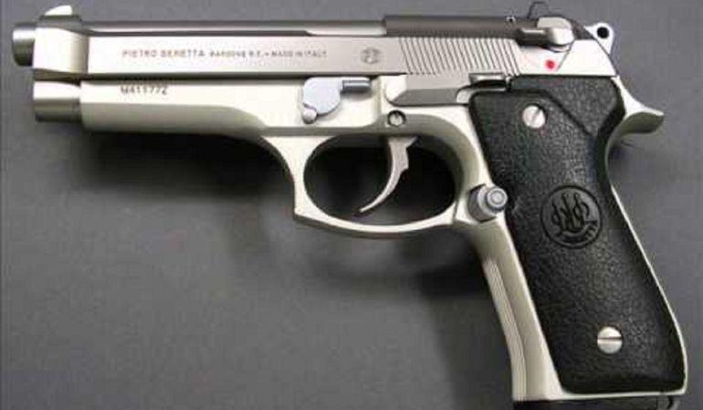 Muerte accidental: Muere hombre tras sentarse sobre su arma de fuego