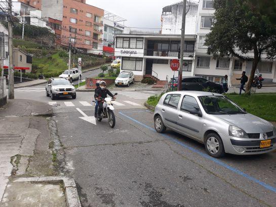 Denuncia ciudadana barrio Estrella en Manizales: Las señales de tránsito se contradicen en el barrio Estrella de Manizales