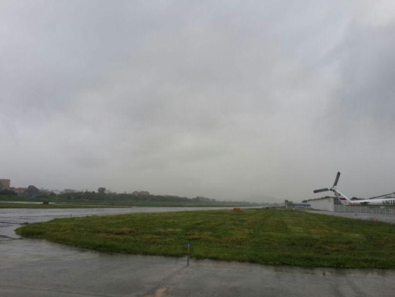 Olaya, Herrera, Medellín, Aeropuerto, cerrado, lluvias, mal tiempo: Aeropuerto de Medellín canceló 13 vuelos por mal tiempo