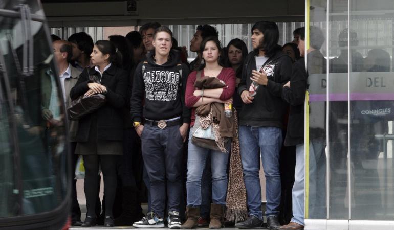 Basura Transmilenio: Más de 1.000 chicles se retiran cada día de las estaciones de Transmilenio