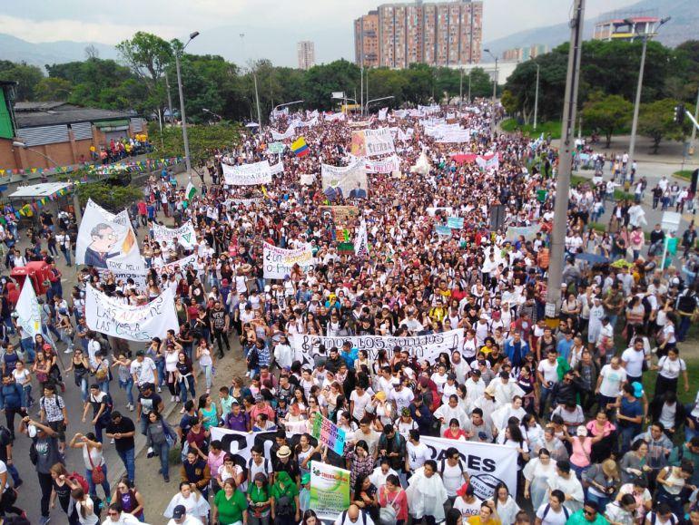 marcha, estudiantes, protestas, eduación, publica, sin violencia: Medellín marchó por la universidad pública