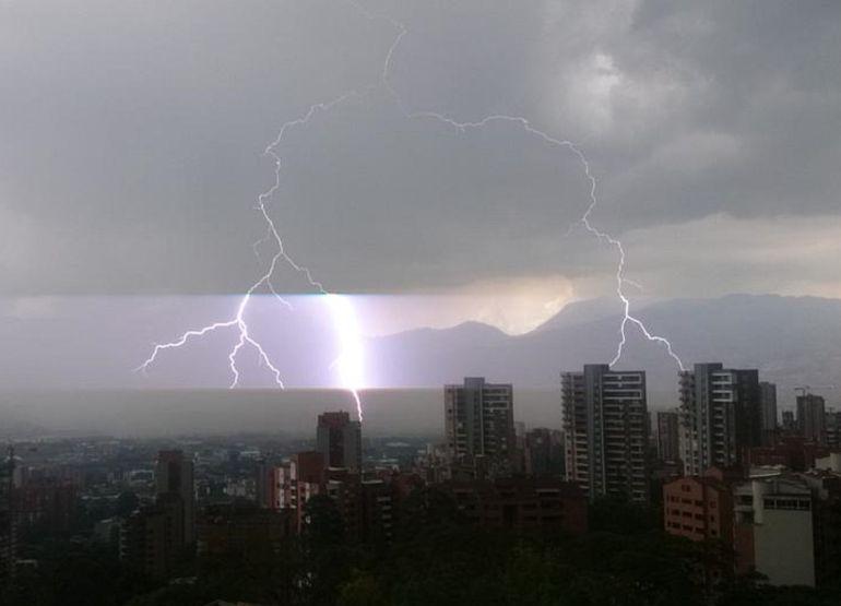 LLUVIAS, CLIMA, EMERGENCIAS, PRONÓSTICO, MEDELLÍN: Fuertes aguaceros en Medellín continuarán hasta noviembre