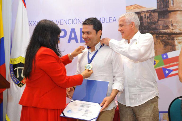 Entregan premio de sostenibilidad a viaducto Gran Manglar en Cartagena