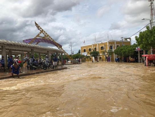 Lluvias en Uribia: Duque llega a una Uribia inundada y abandonada