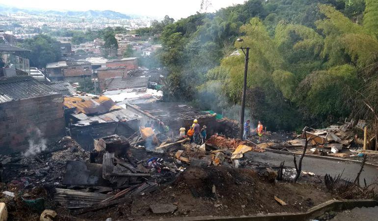 15 familias de Dosquebradas lo perdieron todo a causa de un voraz incendio