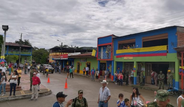 Las fachadas coloridas del corregimiento del Limón le dieron otra mirada a esa zona de Chaparral.