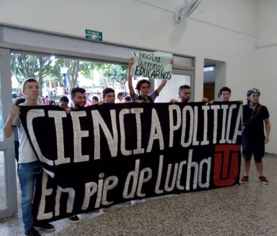 protestas Ibagué.: Protesta de estudiantes universitarios a la ministra de educación en Ibagué