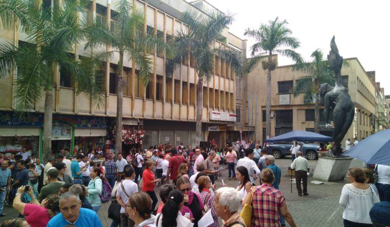 Plantón ley de financiamiento Ibagué.: Más de 200 personas participaron en el plantón contra ley de financiamiento