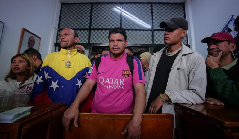 Venezolanos en Colombia: Inició traslado de venezolanos a albergue temporal en Bogotá