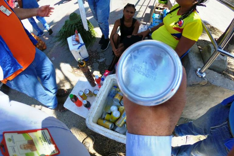 DADIS decomisa cervezas vencidas en el desfile de bando de Cartagena: DADIS decomisa cervezas vencidas en el desfile de bando de Cartagena