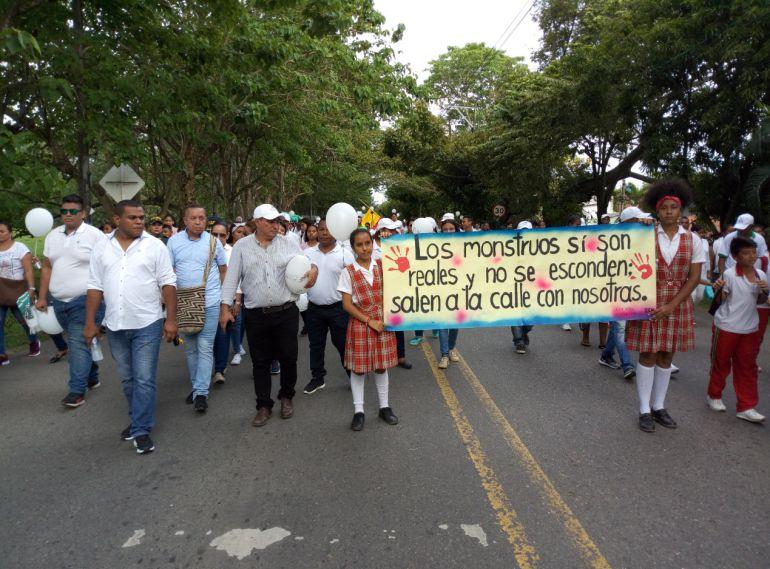 MENOR, ASESINADA, CAUCASIA, SEPELIO, RECOMPENSA, INVESTIGACIÓN: Con una marcha despidieron a la menor asesinada en Caucasia