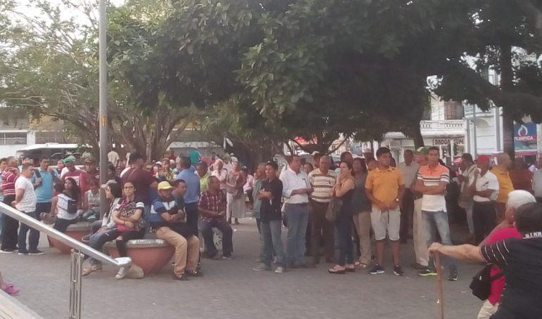 Plantón en la Plaza Olaya Herrera rechazando ley de financiamiento