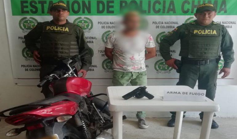Policía captura a hombre y aprehende a menor con pistola neumática en Chimá