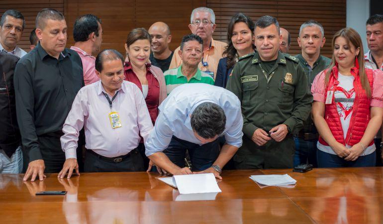 Alcalde de Pereira logró frenar paro de taxistas: Alcalde de Pereira logró frenar paro de taxistas
