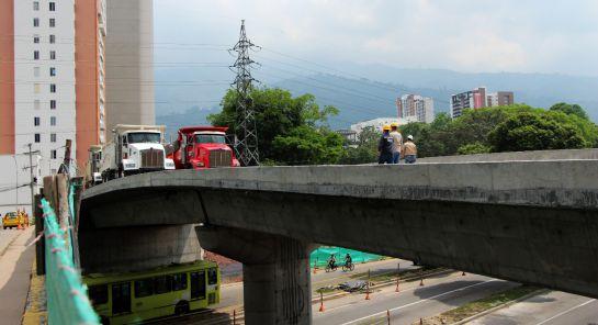 """FLORIDABLANCA OBRAS PUENTES: VIDEO: Puente del intercambiador de """"Papi quiero piña"""" pasó prueba de carga"""